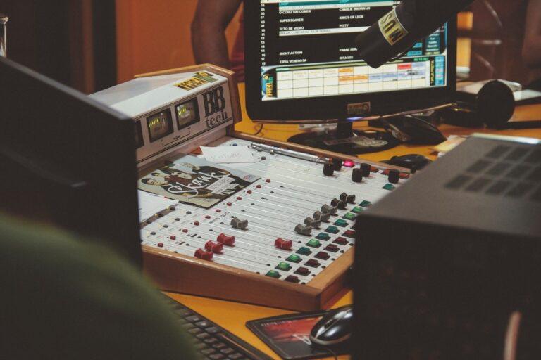 ラジオ番組のBGMにAudiostockの楽曲を提供!